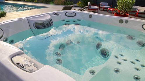 Installation de spa : revendeur Jacuzzi dans le Maine et Loire