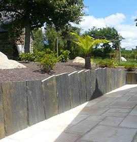 installation de dallage et maçonnerie paysagère pour structurer un jardin dans le 49