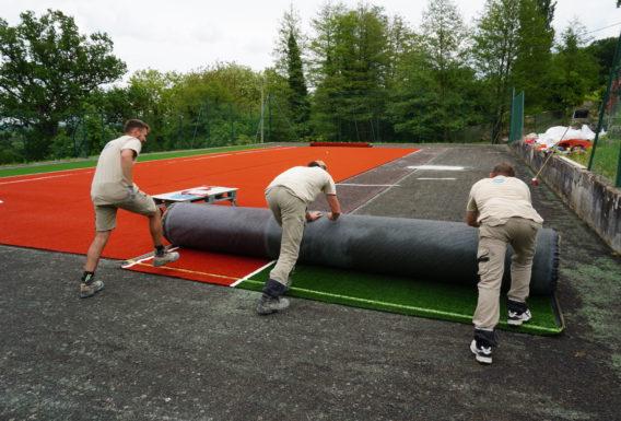 Terrain de tennis synthétique