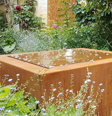 Bassin et fontaine / Fontaine en acier corten